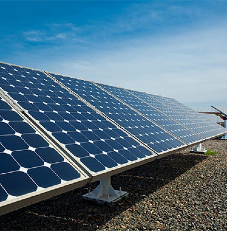 https://gruenesautohaus.info/wp-content/uploads/2020/01/solaranlage-dach-768x780.jpg
